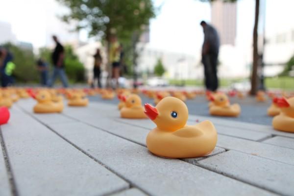 Museum-of-design-Atlanta-waterdream-guerilla-marketing-ambient-canard-en-plastique-rubber-duck-The-Titan-agency-1-600x400